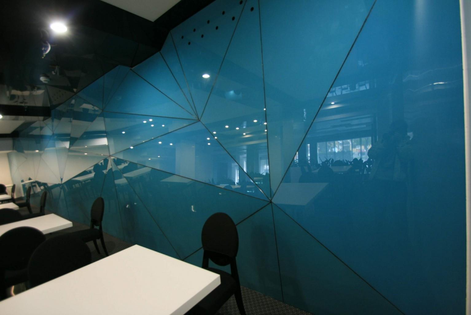 restaurant plaza hotel tg mures placare sticla vopsita structura triangulara variabila