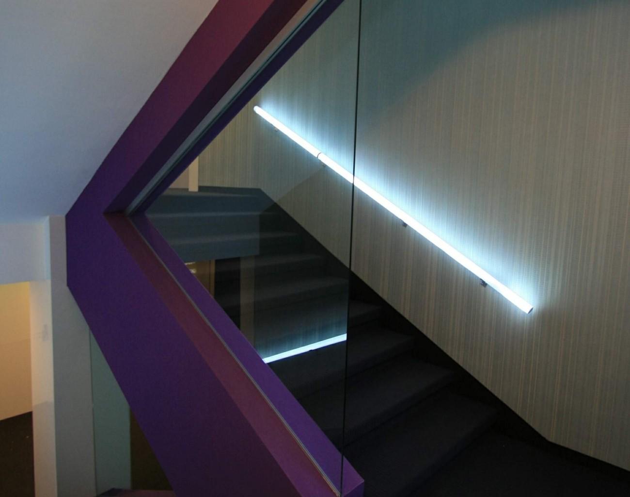 casa scarii balustrada iluminata led alb