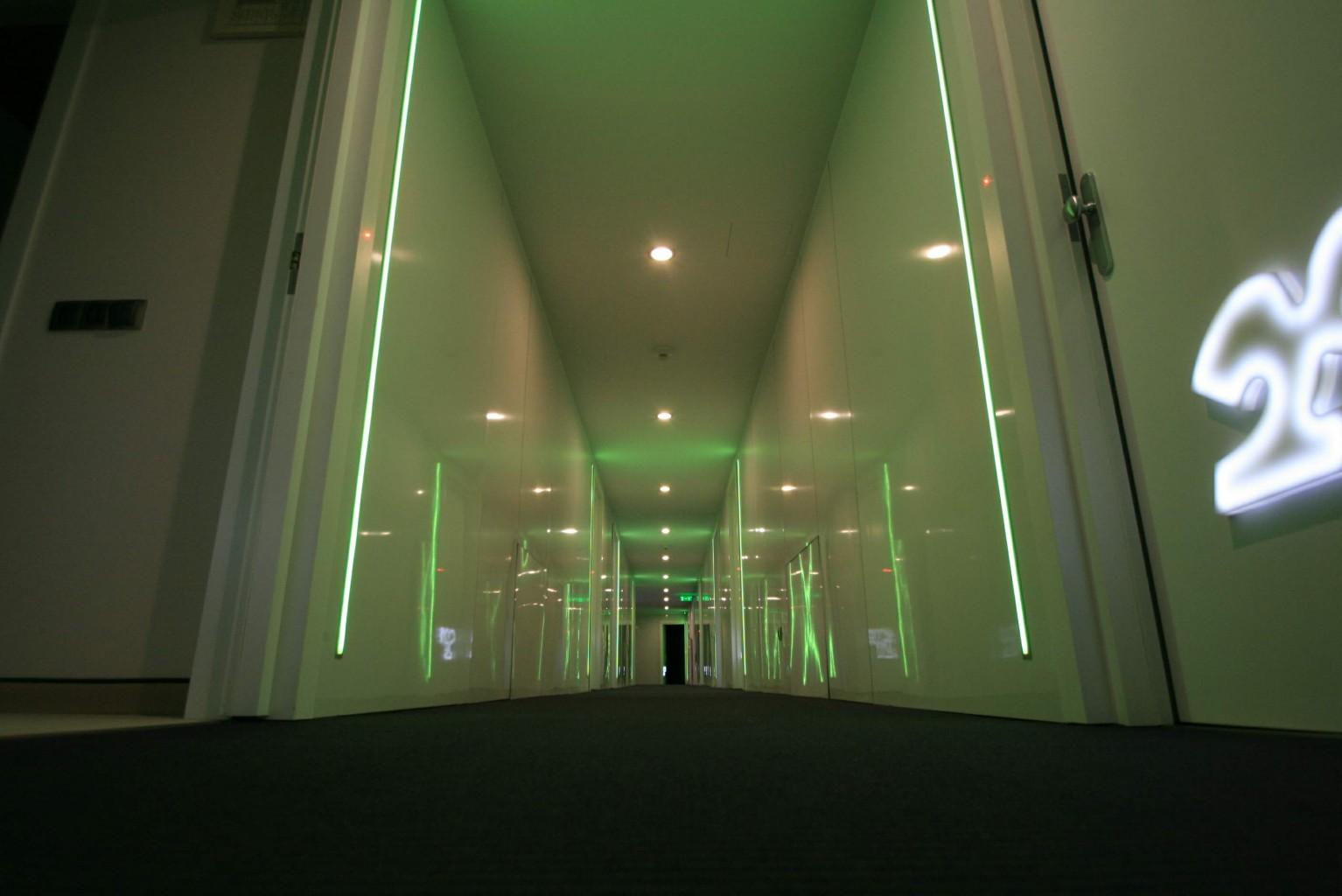 hol schimb culoare placare hpl 3mm alb lucios reflexiv usi cu numere plexiglas iluminate 2