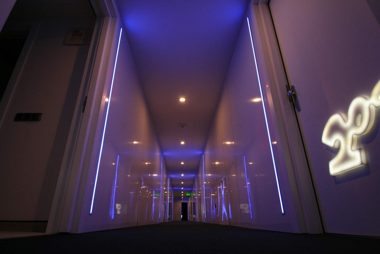 hol schimb culoare placare hpl 3mm alb lucios reflexiv usi cu numere plexiglas iluminate