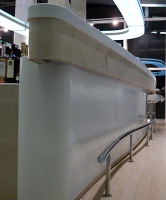 bar-peroni-otopeni-executie-mobilier-hpl-cu-blat-de-corian-si-lampa-de-plexiglas-luminat-cu-leduri-forme-curbe