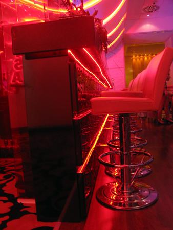 bar-placat-cu-mdf-gravat-iluminat-cu-leduri