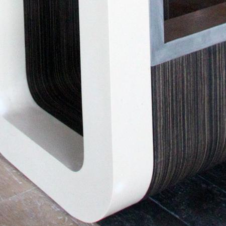 detaliu-de-imbinare-mdf-furniruit-cu-profil-de-inox-si-material-compoizt-corian