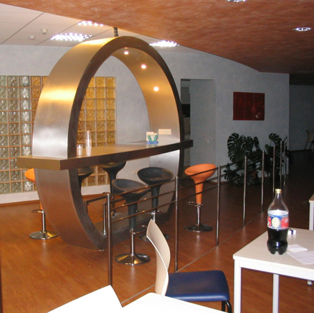 hp-bar-office-hpl-amenajare-zona-de-luat-masa1