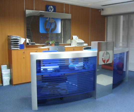 hp-mobilier-office-hol-principal-receptie-pal-melaminat-insertii-de-plexiglas-placari-pereti-cu-hpl-1