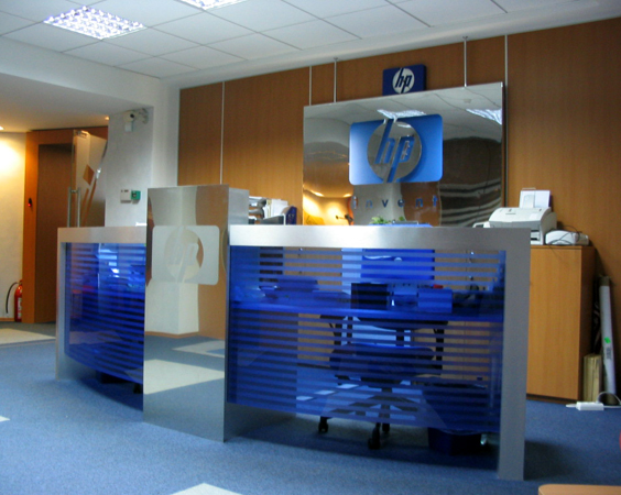 hp-mobilier-office-hol-principal-receptie-pal-melaminat-insertii-de-plexiglas-placari-pereti-cu-hpl-2