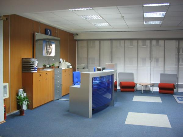 hp-mobilier-office-hol-principal-receptie-pal-melaminat-insertii-de-plexiglas-placari-pereti-cu-hpl