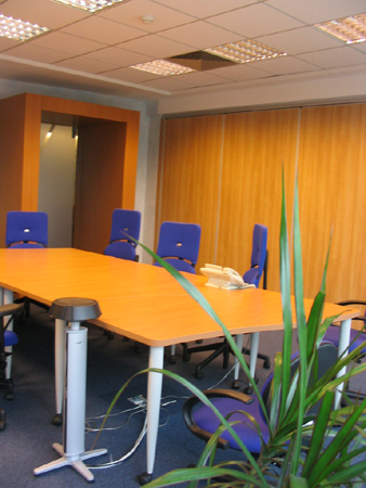 hp-mobilier-office-zona-de-meeting-placari-cu-pal-melaminat-si-hpl
