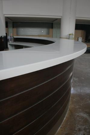 material-compozit-corian-placare-curba-melamina-plexiglass-bar-liberty-mall-3