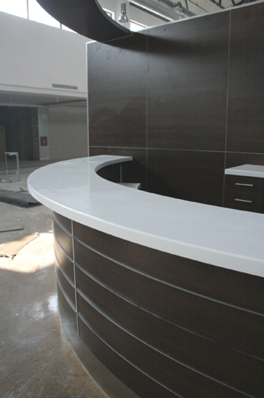 material-compozit-corian-placare-curba-melamina-plexiglass-bar-liberty-mall-4
