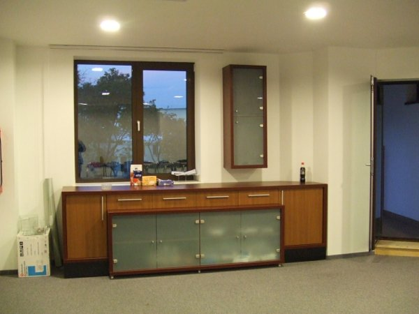 microsoft-amenajare-spatiu-office-mobilier-pal-melaminat-usi-de-sticla