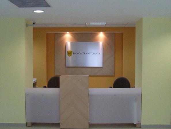 receptie-banca-transilvania-pal-melaminat-si-hpl