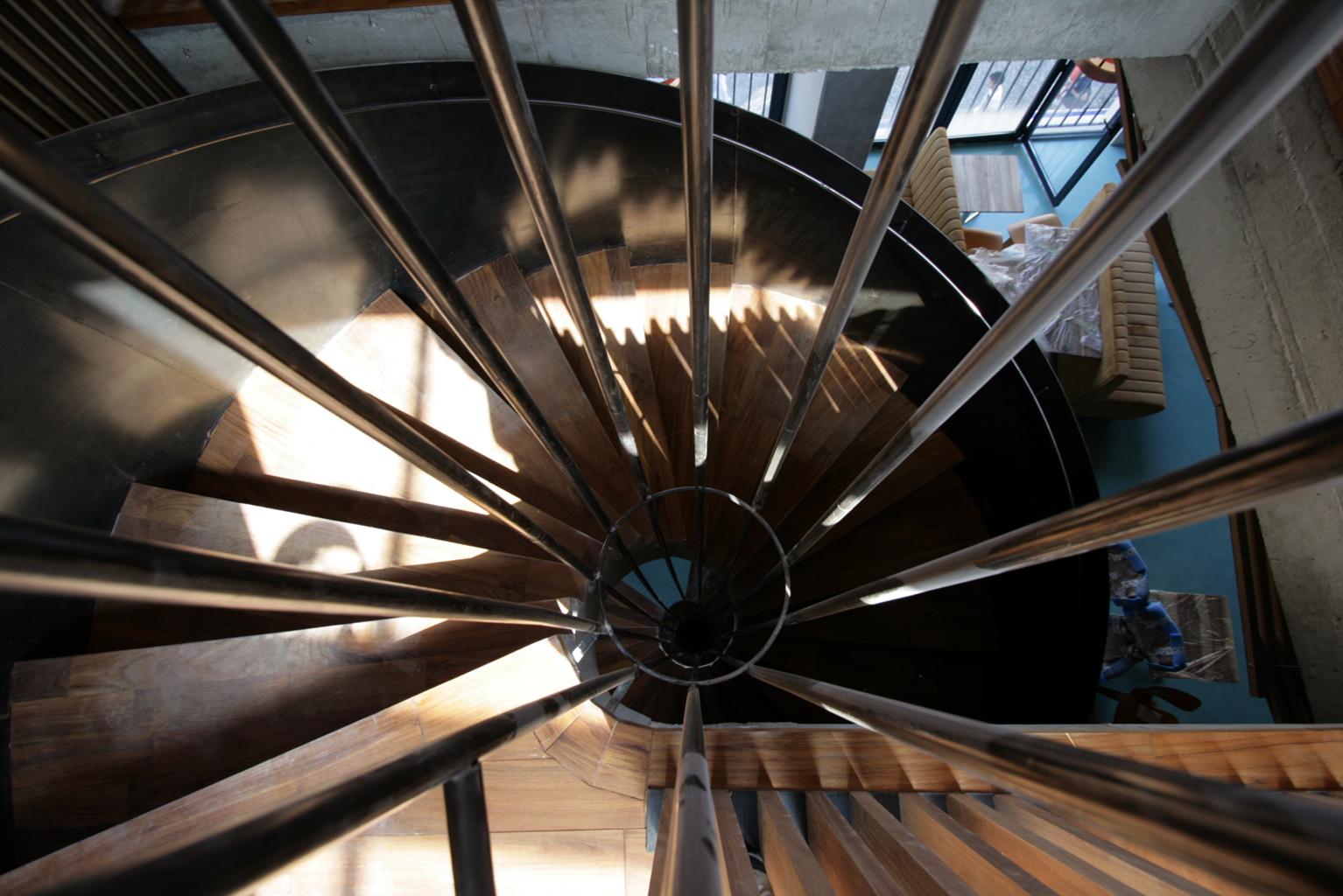 Atipic, balustrada metalica -cafenea Hermes