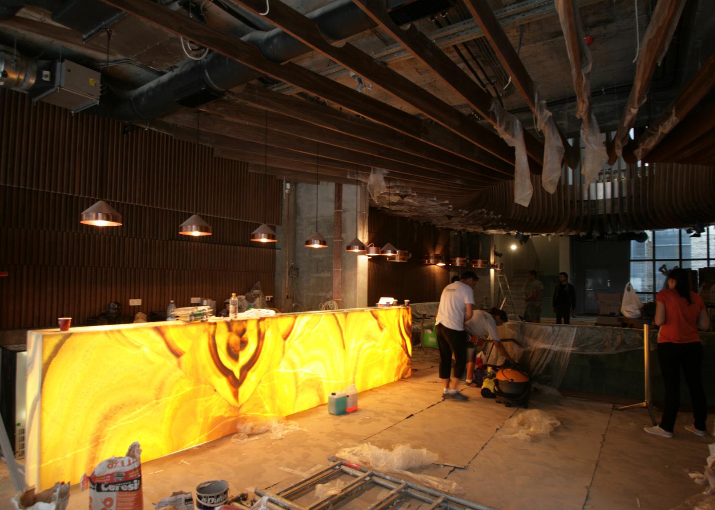 Atipic mobilier, placari pereti si tavane furnir, bar onix-cafenea Hermes