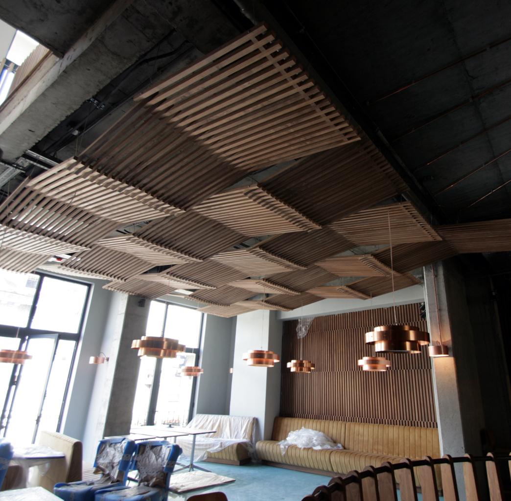 Atipic, tavane si placari de pereti furnir -cafenea Hermes
