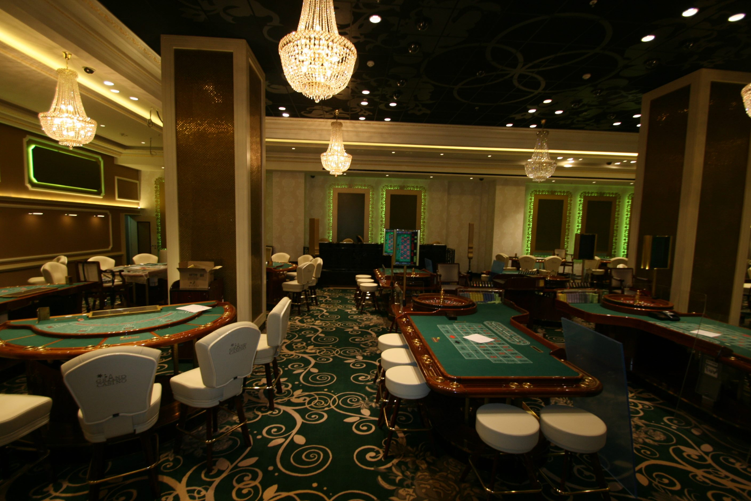Grand Casino Marriott Bucuresti Bucharest placari pereti rame receptii usi bar bufet176