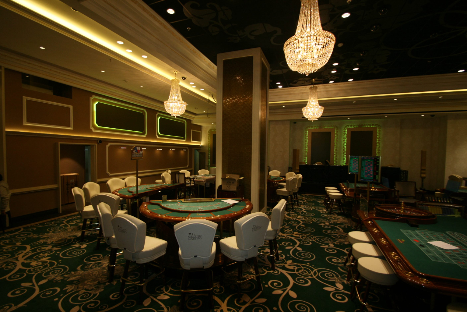 Grand Casino Marriott Bucuresti Bucharest placari pereti rame receptii usi bar bufet177