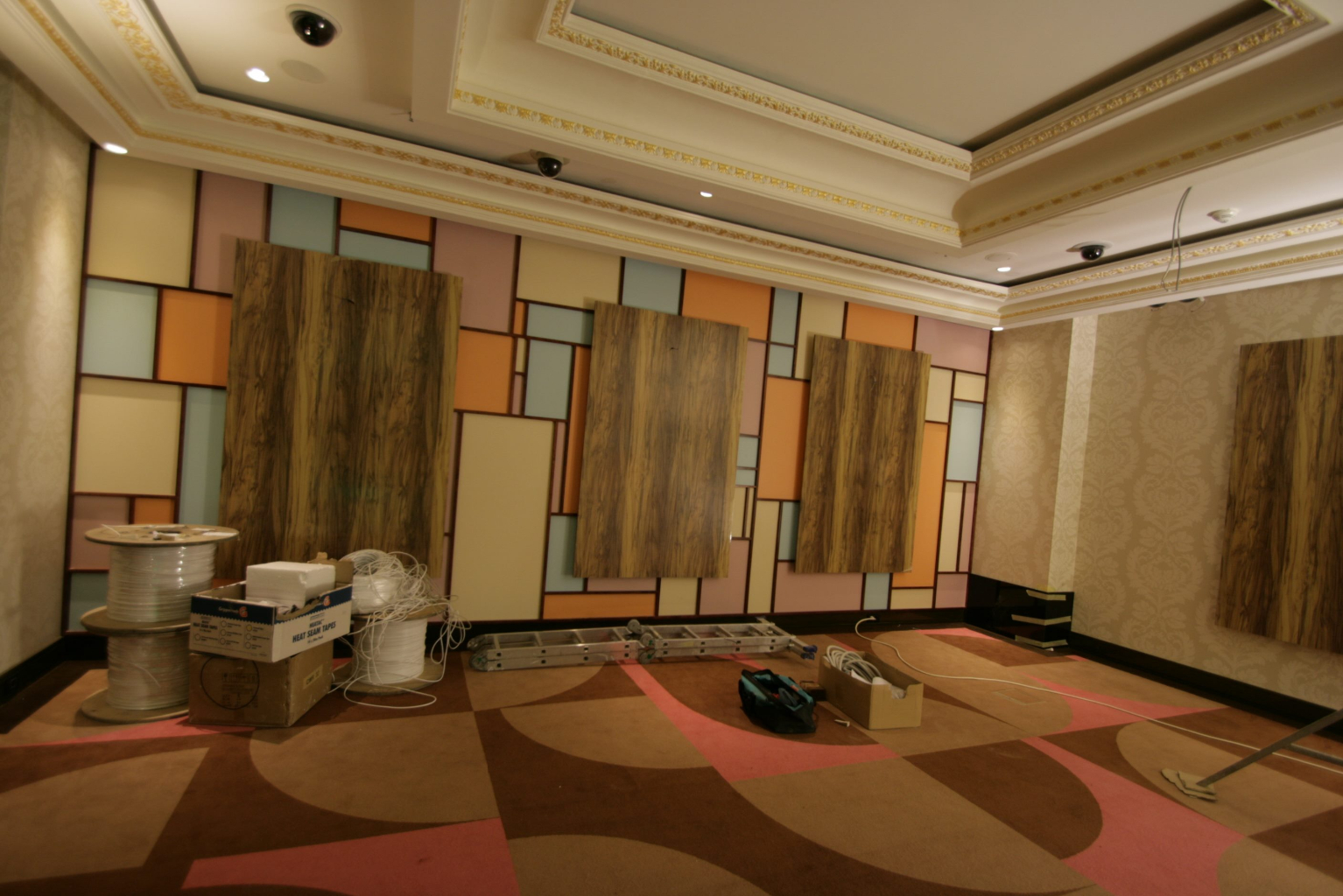 Grand Casino Marriott Bucuresti Bucharest placari pereti rame receptii usi bar bufet207