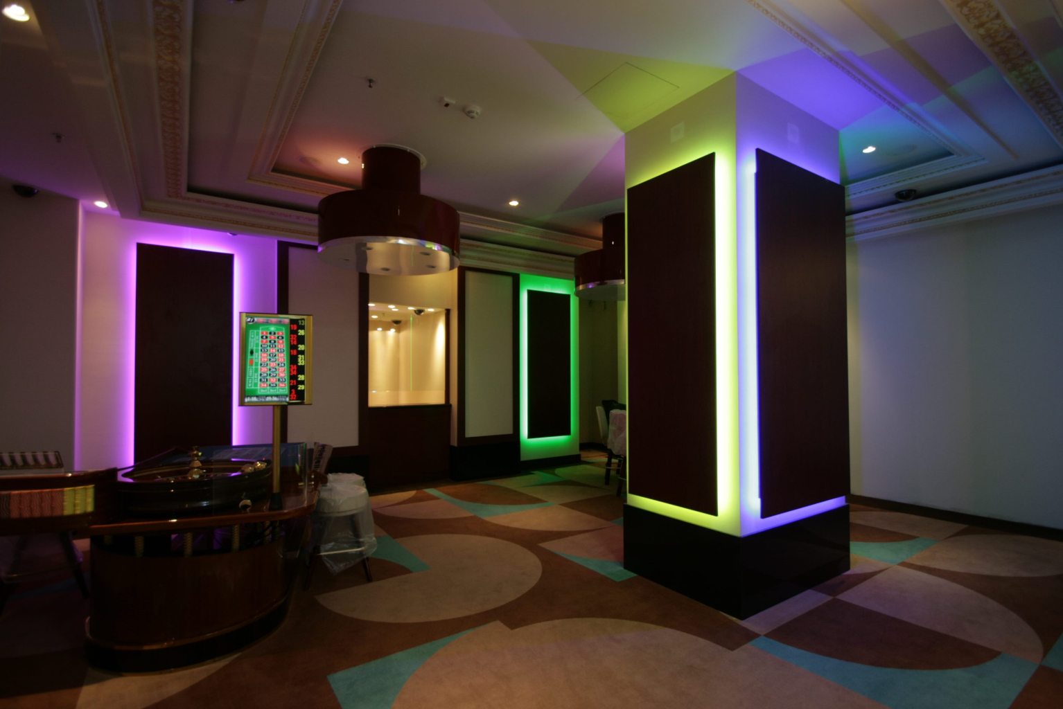 Grand Casino Marriott Bucuresti Bucharest placari pereti rame receptii usi bar bufet218