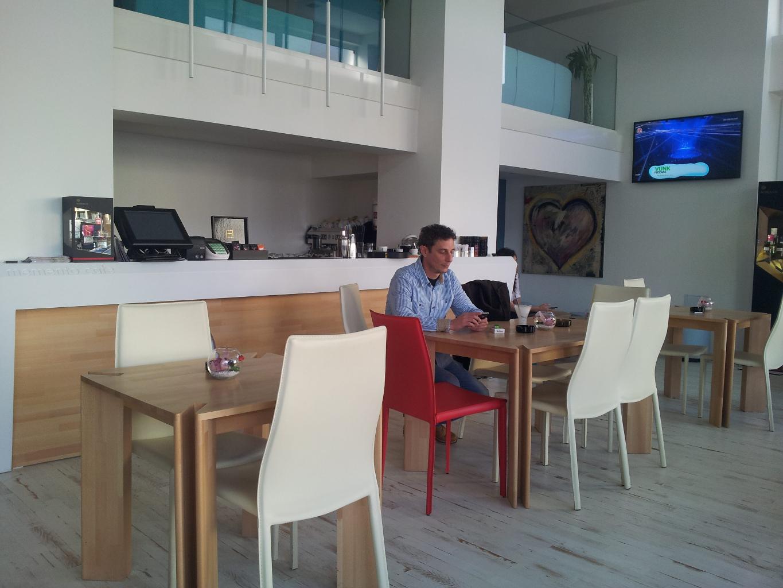 memento cafe floreasca bar corian lemn masiv tapiterie014