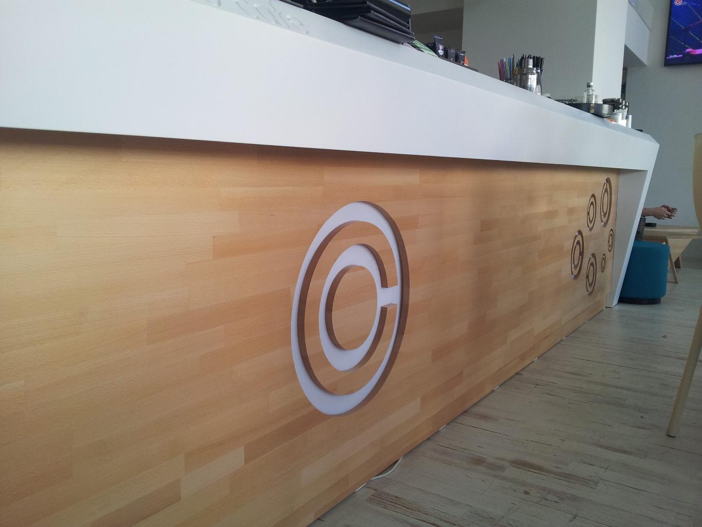 memento cafe floreasca bar corian lemn masiv tapiterie016