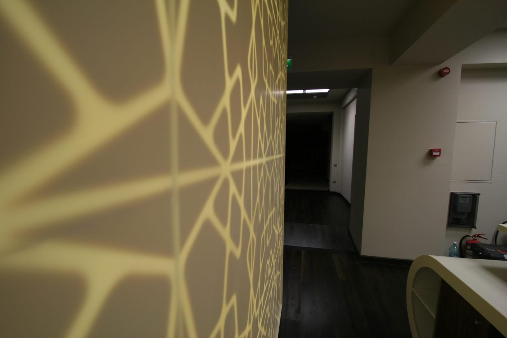placari pereti corian iluminat led receptie corian termoformat furnir tavan furnir nuc tridimensional mobilier trafoare atipic depa001