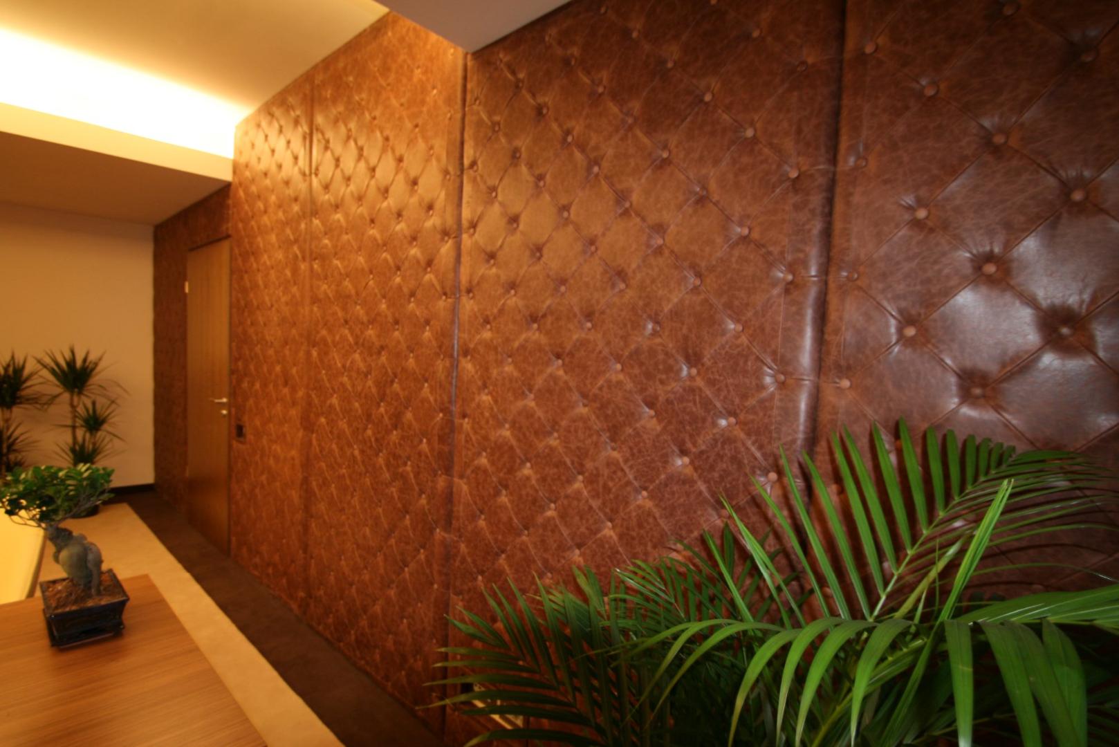 placari pereti corian iluminat led receptie corian termoformat furnir tavan furnir nuc tridimensional mobilier trafoare atipic depa014