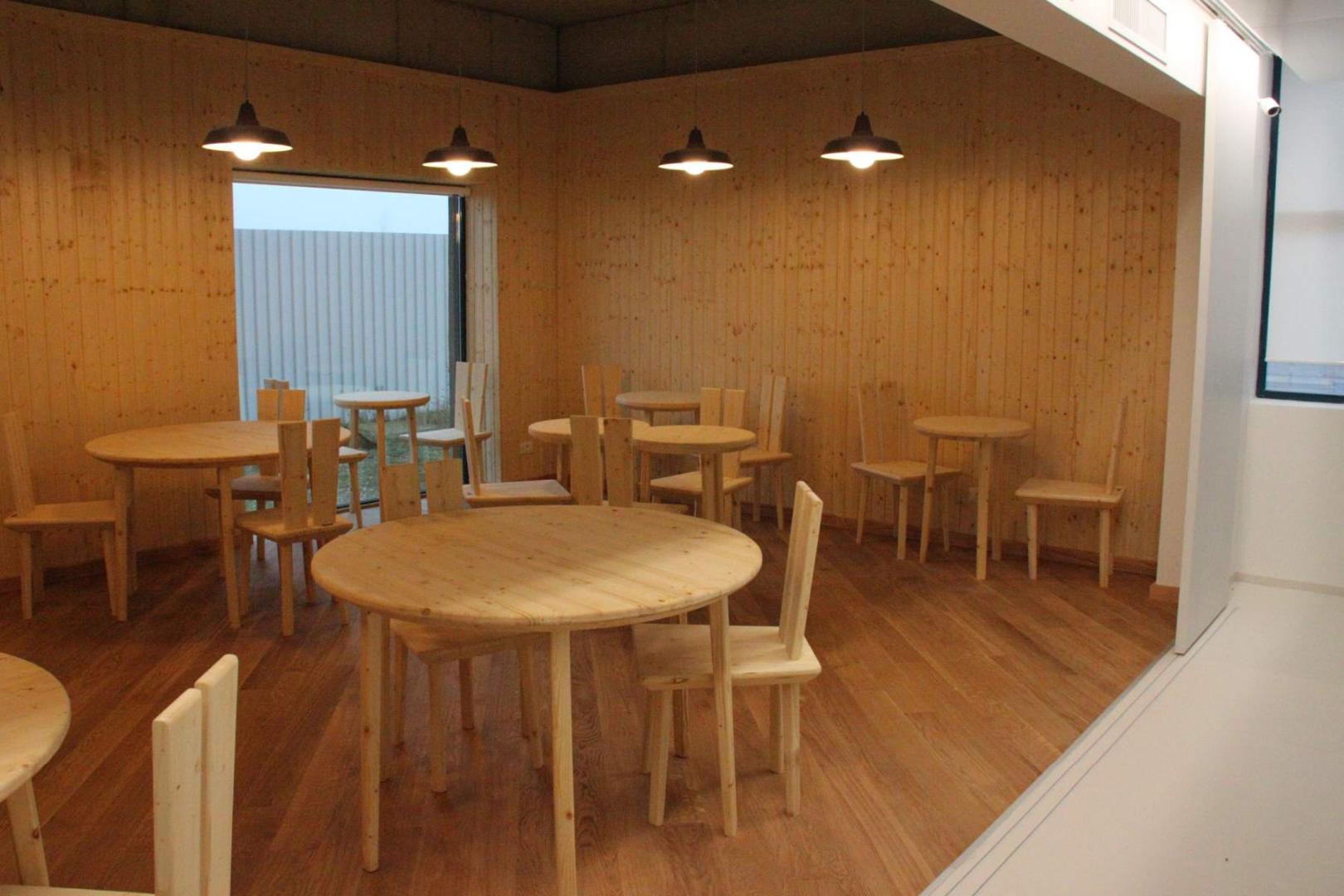 Art cafe mobilier horeca cafenea -lacari lemn masiv furnir bar scaune mese047