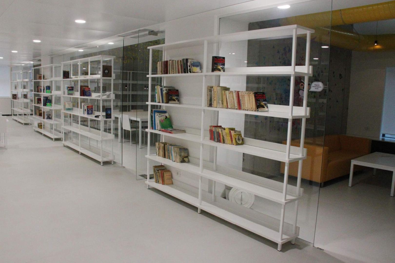biblioteca west gate mobilier rafturi mese scaune placari grupuri sanitare006