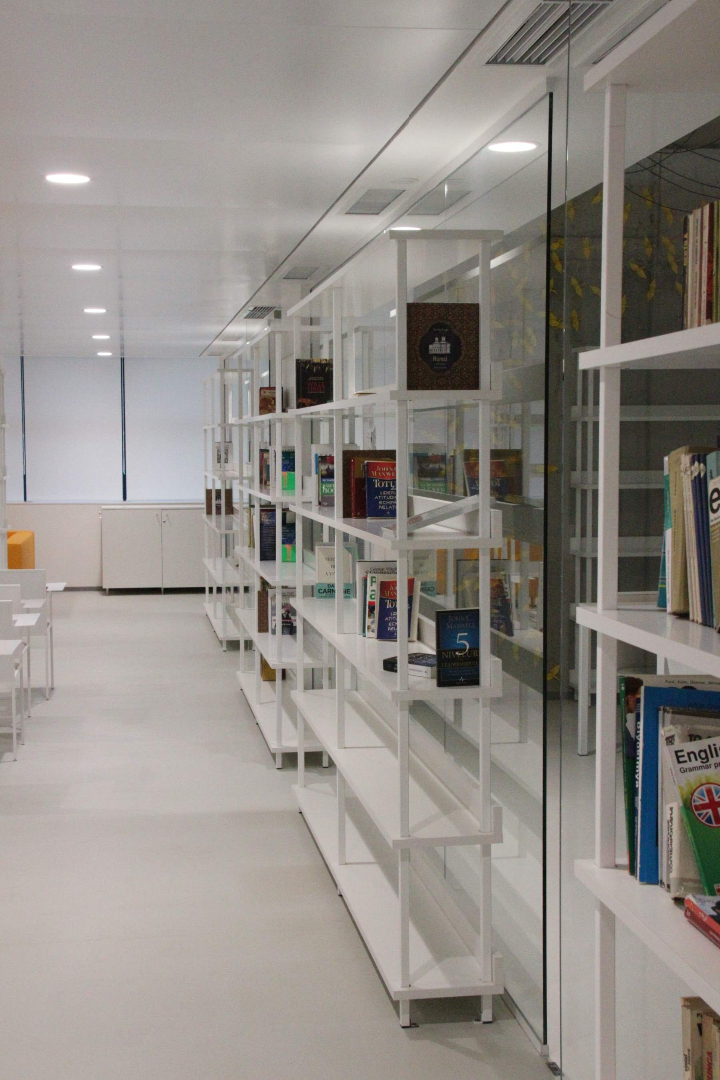 biblioteca west gate mobilier rafturi mese scaune placari grupuri sanitare008