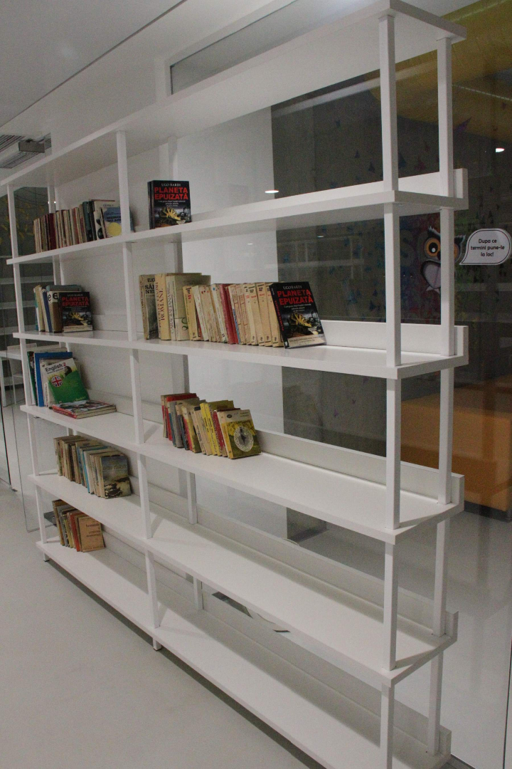 biblioteca west gate mobilier rafturi mese scaune placari grupuri sanitare009