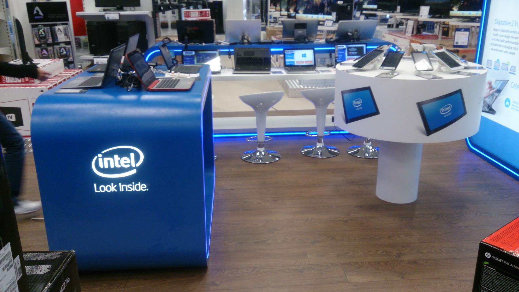 mobilier stand INTEL mall mdf hpl 006